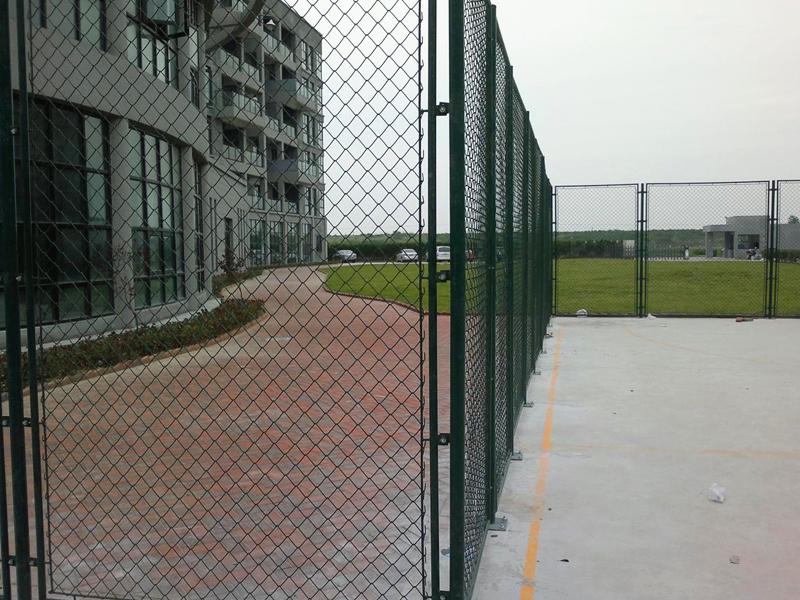 勾花球场护栏网工程案例